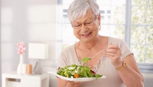 Dieta dla seniora ma znaczenie. Ile powinien jeść senior?
