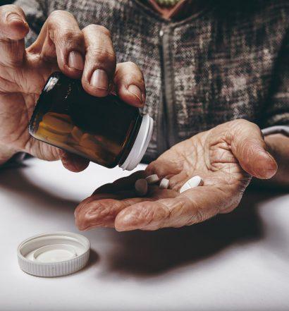 Czy osoba starsza powinna zażywać suplementy
